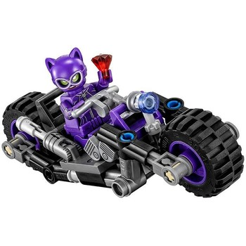 LEGO ® Batman - Catwoman si urmarirea in Catcycle