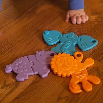 Fat Brain Toys Jucarie senzoriala Animal Crackers